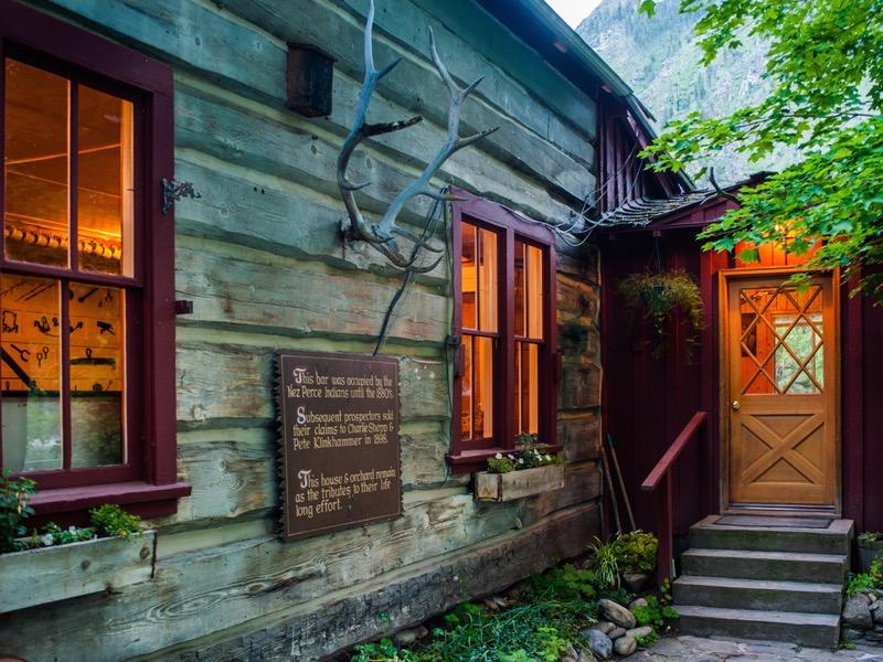 Shepp Ranch lodge at dusk.